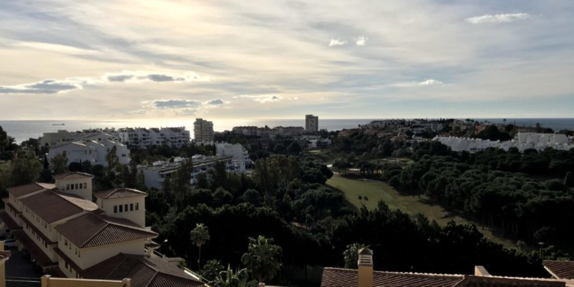 Bright apartment in Torrequebrada