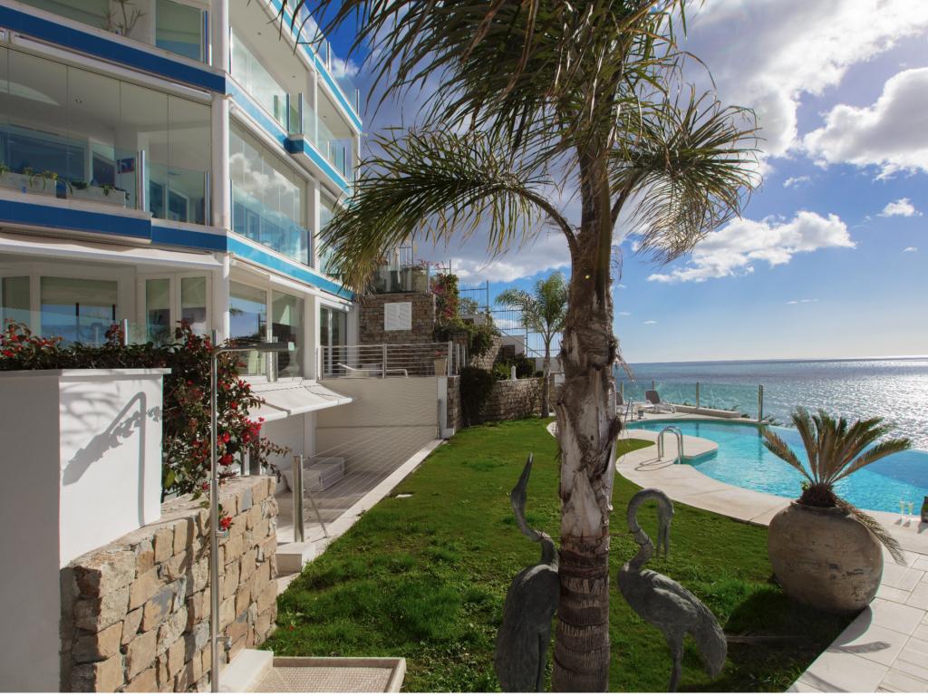 S O L D   Spectacular frontline beach apartment