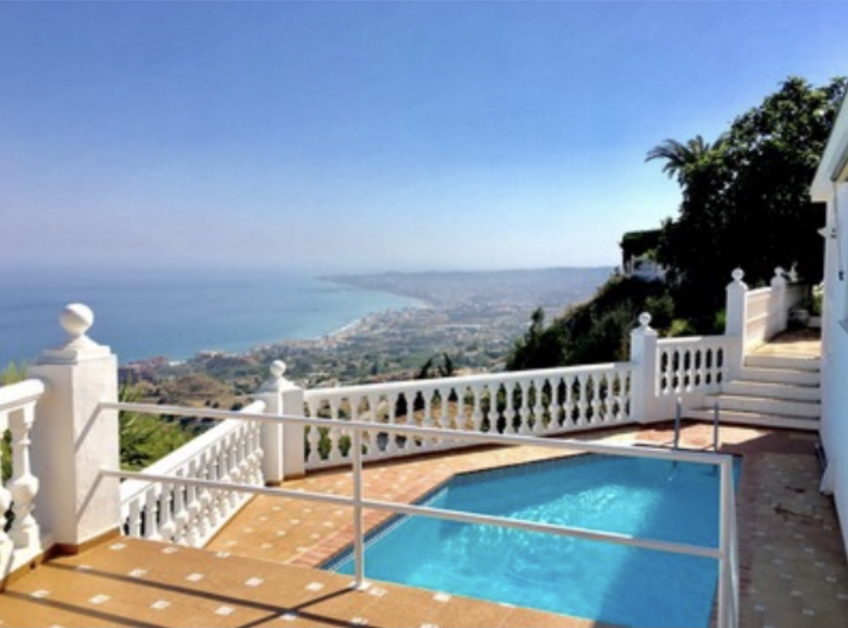 SOLD                         Charming villa, unique location & best possible seaview, Benalmádena Pueblo
