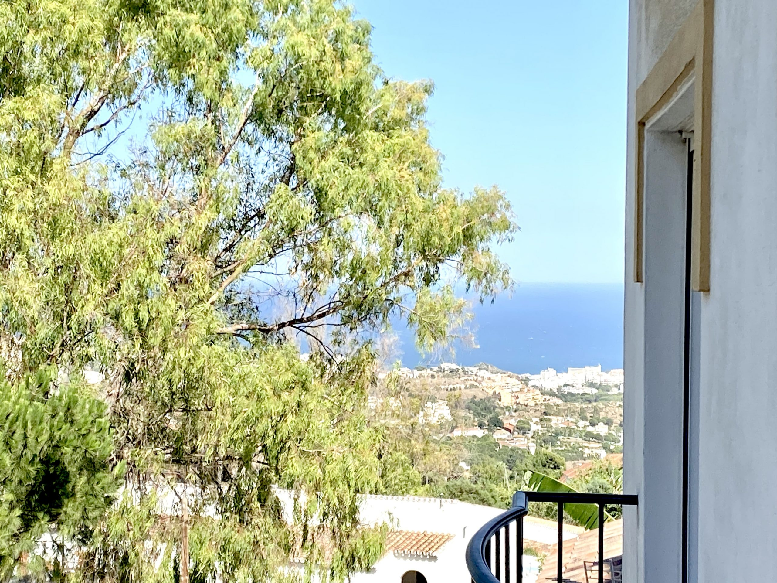 Spacious and Bright 3 Bedroom Apartment, easy to add a 4th bedroom, in the heart of Benalmádena Pueblo