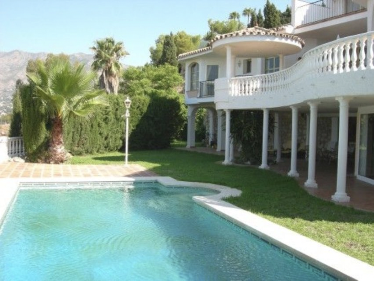4 Bedroom Villa in Urb. Sierrezuela with Spectacular Views and Lots of Privacy