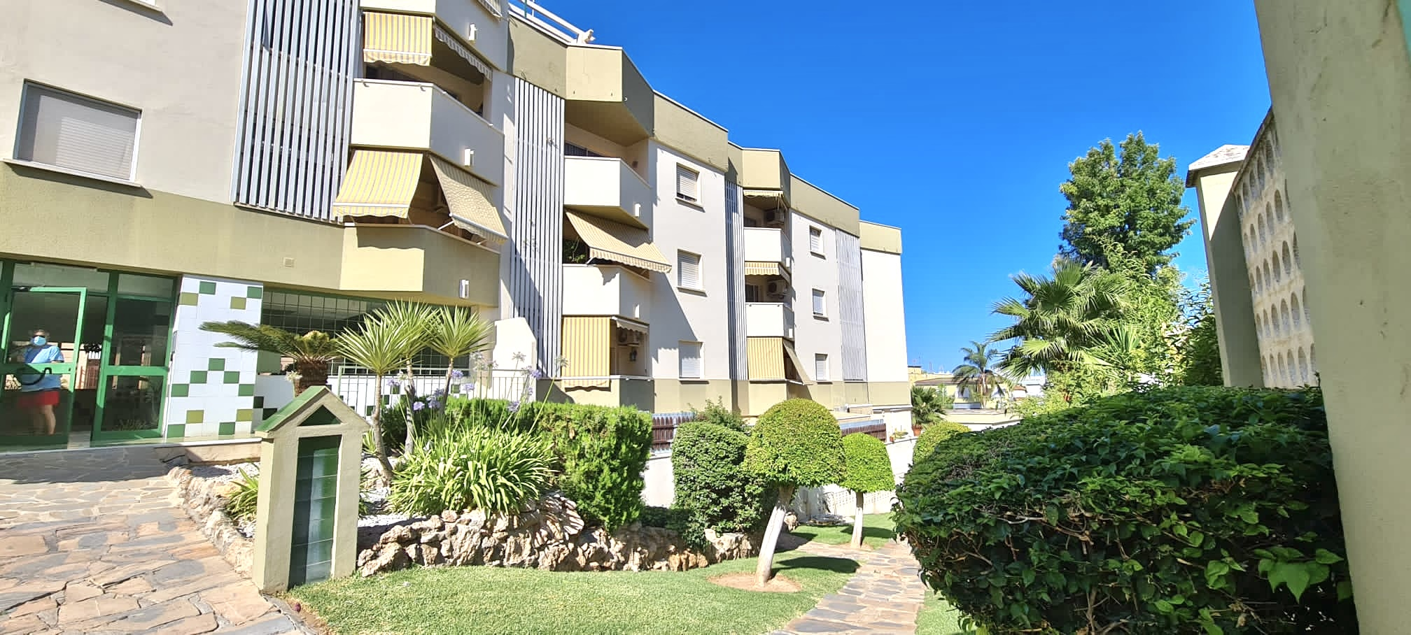 Charming Bright One-Bedroom Flat in the heart of La Carihula